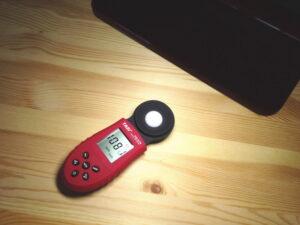 照度計でLEDデスクライトの照度を計ってみた