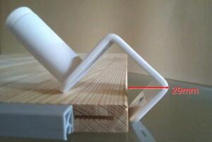 コイズミファニテックECL-357のクランプ金具を取り付けるにはネジを外しても奥行29mm以上の穴が必要