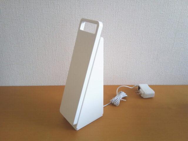 無印良品「手元をてらすリビングライトMJ-TLL1」充電時の状態