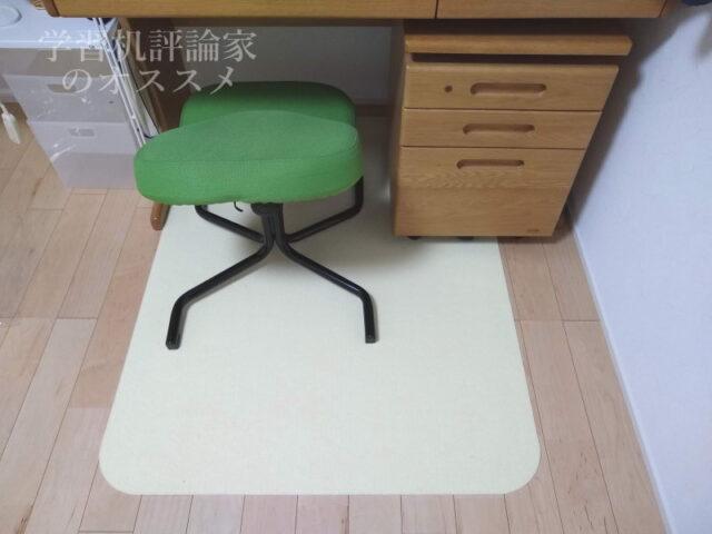 ズレないのに椅子の滑りはスムーズ
