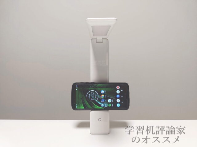 ニトリ・USB充電式ポータブル LEDデスクライト「DX-SX20WH」はスマホスタンドにもなる